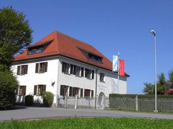 Blick auf das Jugendhaus Krailing in der Gemeinde Prackenbach