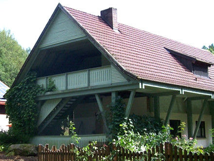 Blick auf das Jugendhaus Kugelbach in der Gemeinde Prackenbach