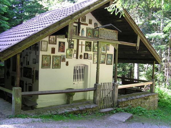 Blick auf die Kesselbodenkapelle in der Gemeinde Prackenbach