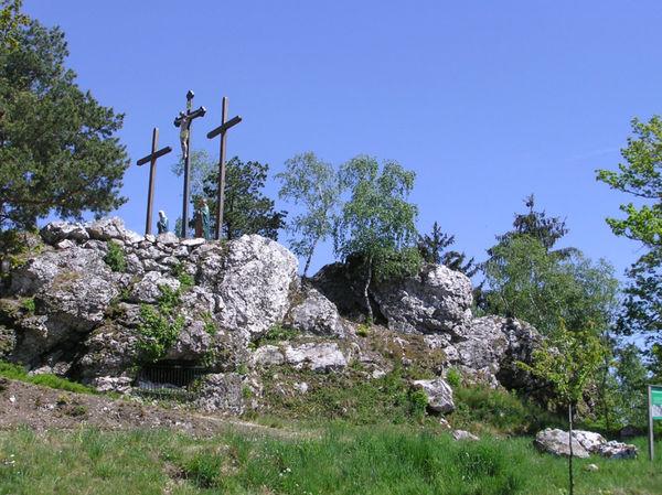 Kreuzigungsgruppe auf dem Kalvarienberg im Naturschutzgebiet Moosbacher Pfahl im Bayerischen Wald