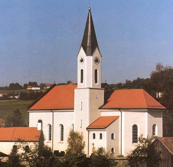 Blick auf die Pfarrkirche ST. GEORG in Prackenbach