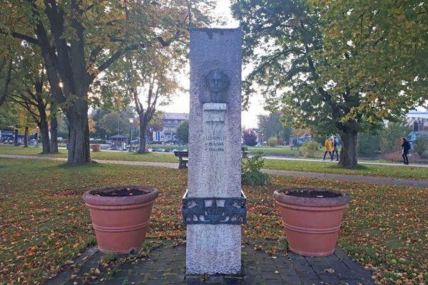 König Ludwig II.-Steindenkmal an den Schären in Prien am Chiemsee