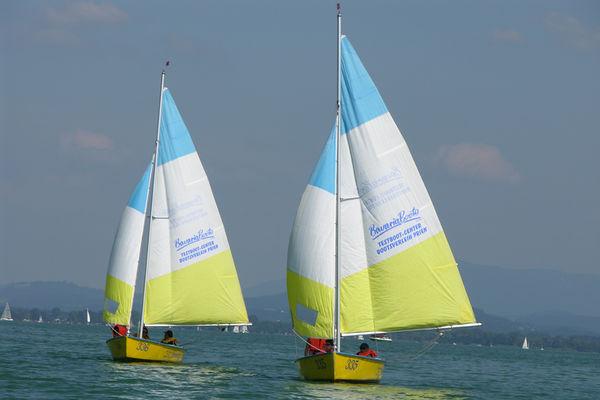 Zwei Segelboote auf dem Chiemsee.