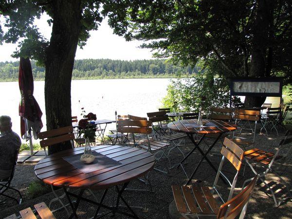 Biergarten am Strandhaus Höfstätter See.