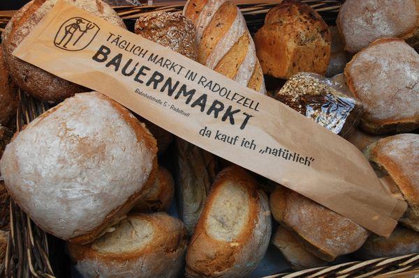 Frisches Brot im Bauernmarkt Radolfzell