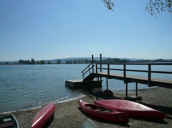 Kanus am Ufer