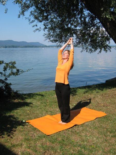 Yoga am Seeufer