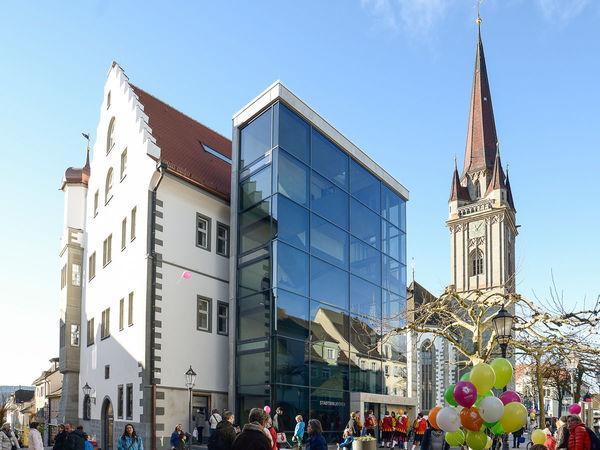 Eröffnung der Stadtbibliothek im Österreichischen Schlösschen