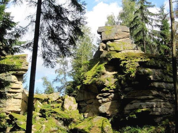 Sagen und Legenden gibt es über die Felsengruppe Teufelsmühle bei Rattenberg im Bayerischen Wald