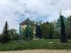 Der Gläserne Wald vor dem Museum im Fressenden Haus