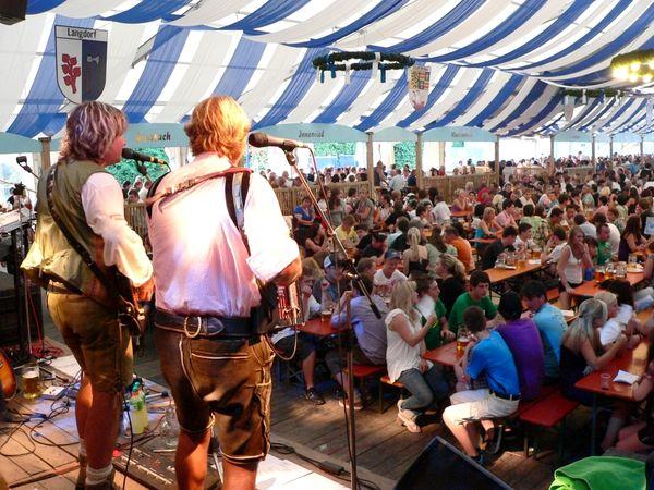 Festzeltstimmung beim Grenzlandfest in der Glasstadt Zwiesel