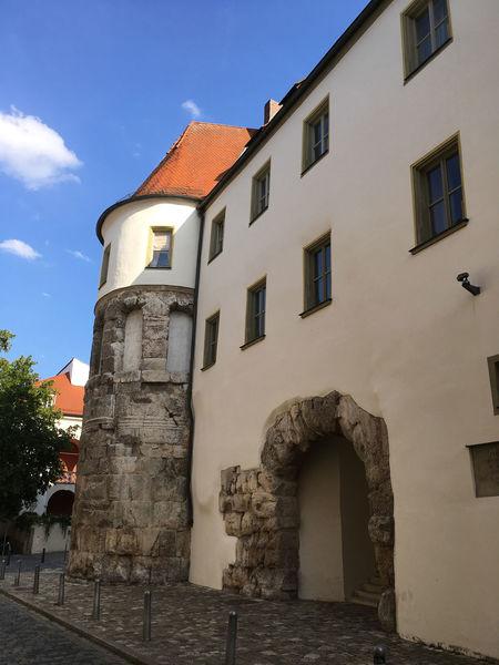 """Die Porta Praetoria von """"Unter den Schwibbögen"""" aus"""