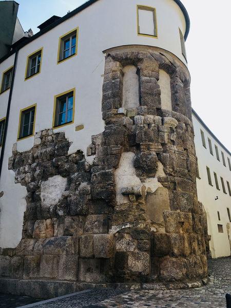 Bei mittelalterlichen Baumaßnahmen wurde die Porta Praetoria in den Bischofshof integriert