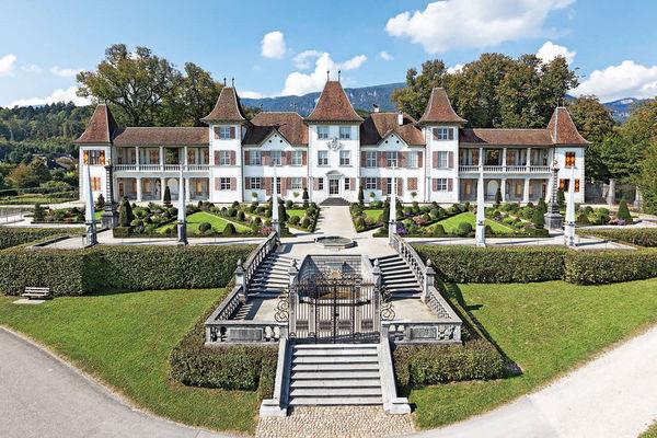 Schloss Waldegg, Feldbrunnen