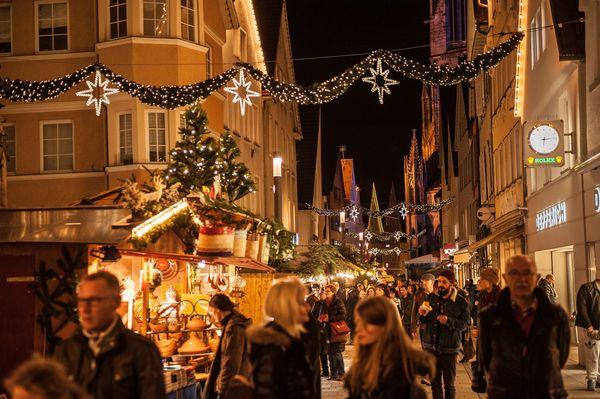 Obere Wilhelmstraße auf dem Weihnachtsmarkt in Reutlingen