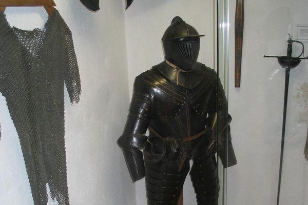 Ritterrüstung im Hofmarkmuseum Schloss Eggersberg in Riedenburg-Obereggersberg