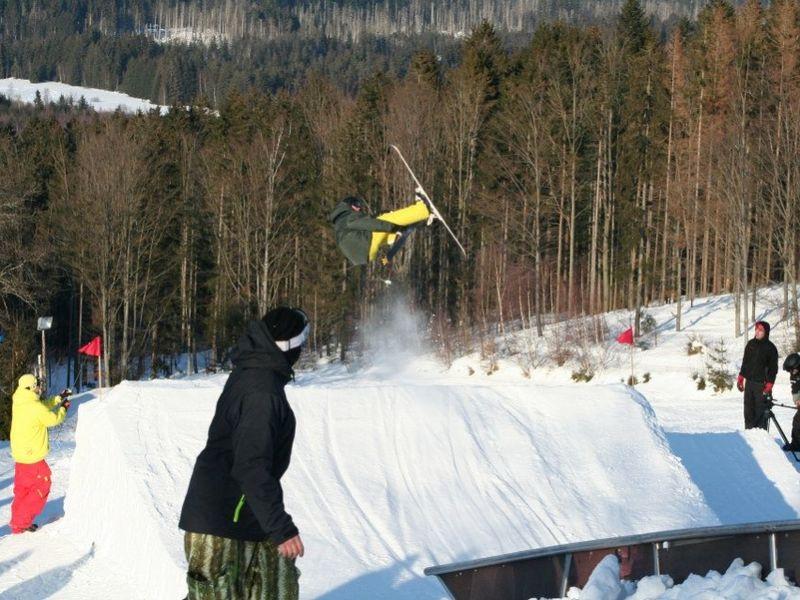 Tolle Sprünge im Funpark am Skilift Reichenberg bei Riedlhütte