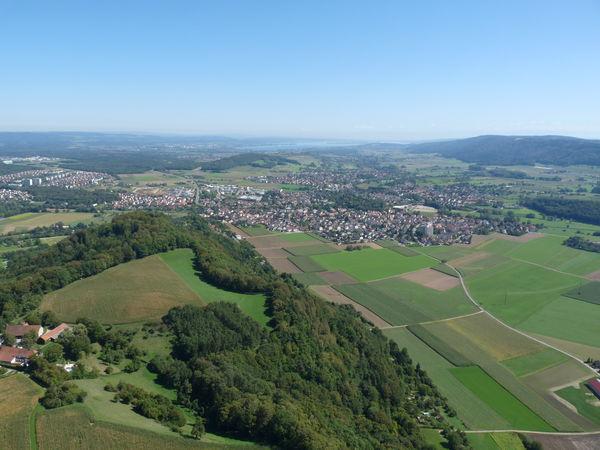 Luftbild vom Rosenegg, im Hintergrund der Bodensee