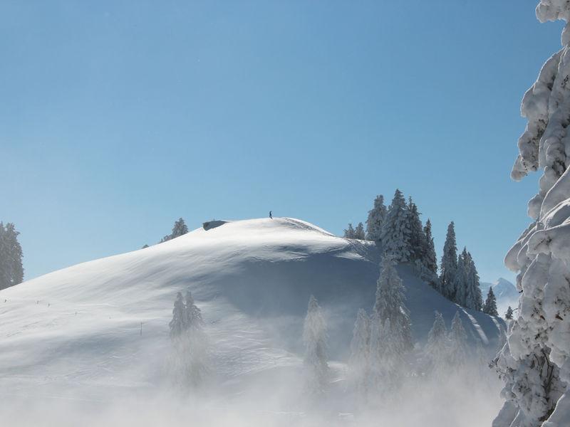 Winter hiking footpath Rigi Staffel-First