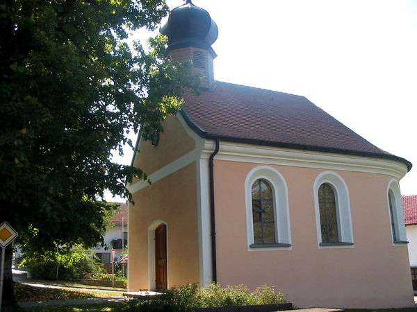 Blick auf die Dorfkapelle in Thenried (Ortsteil der Gemeinde Rimbach) im Kötztinger Land