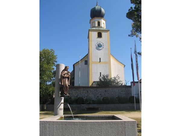 Blick auf die Pfarrkirche ST. MICHAEL in Rimbach im Kötztinger Land