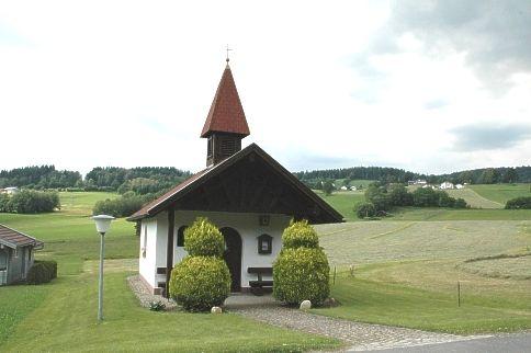 Blick auf die Dorfkapelle Hinterklessing in der Gemeinde Rinchnach