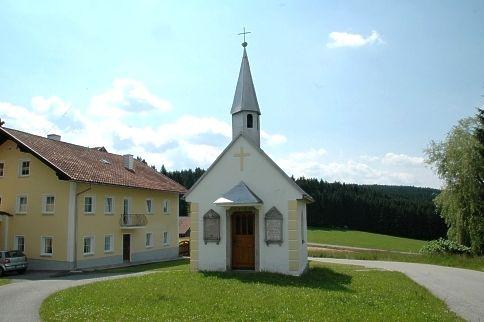 Blick auf die Dorfkapelle im Ortsteil Falkenstein in der Gemeinde Rinchnach