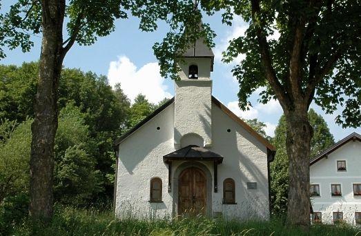 Blick auf die Dorfkapelle in Großloitzenried in der Gemeinde Rinchnach