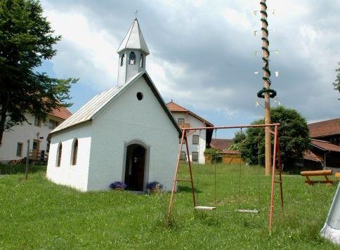 Blick auf die Dorfkapelle in Schönanger in der Gemeinde Rinchnach