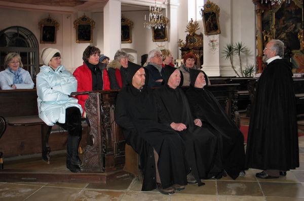 Interessantes erfahren die Teilnehmer an der Klosterführung in der Pfarrkirche in Rinchnach