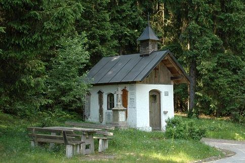 Blick auf die Esterlkapelle in der Gemeinde Rinchnach