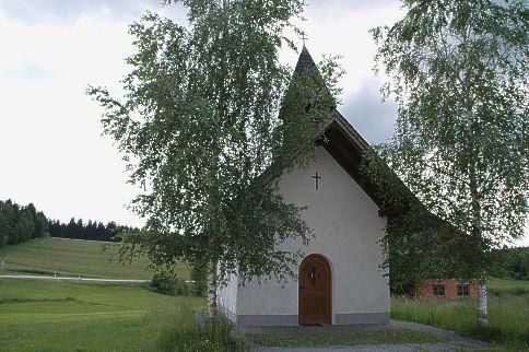 Blick auf die Fuchskapelle in Ellerbach in der Gemeinde Rinchnach