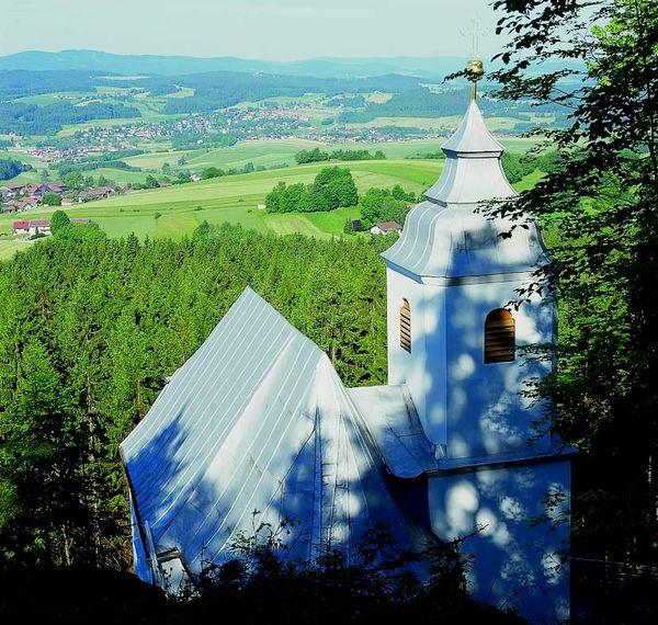 Blick vom Frauenbrünnl auf den Klosterort Richnach im ArberLand Bayerischer Wald