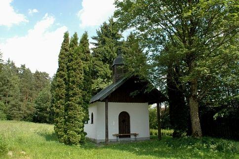 Blick auf die Süßkapelle in Voggenried in der Gemeinde Rinchnach