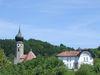 Blick auf Pfarrkirche und Rathaus in Ringelai im Bayerischen Wald