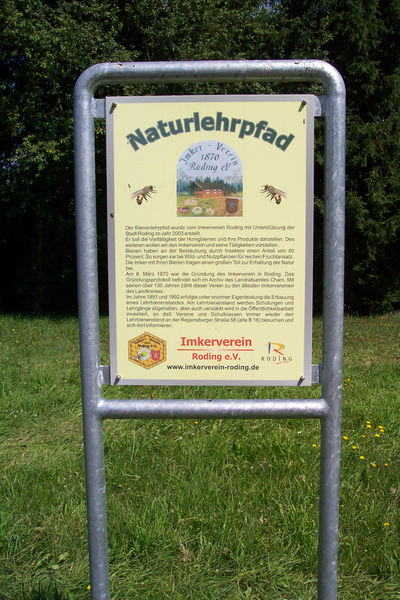 Infotafel am Bienenlehrpfad