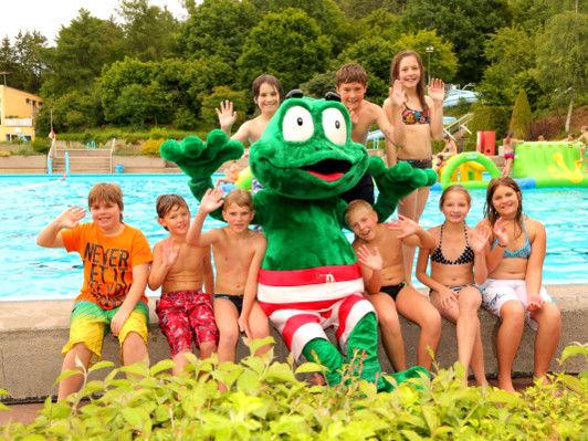 Spaß für Jung und Alt garantiert das Familienspassbad Platschare in Roding