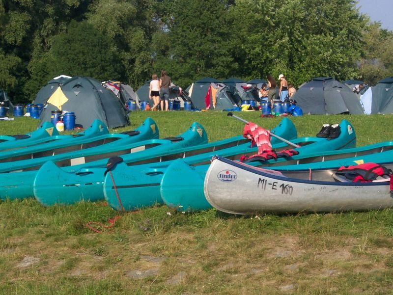 Boote beim Jugenzeltplatz Roding am Fluss Regen im Naturpark Oberer Bayerischer Wald