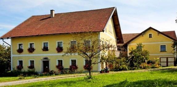 Blick auf den Traumhof Gschwendtnerhof in Deching bei Röhrnbach