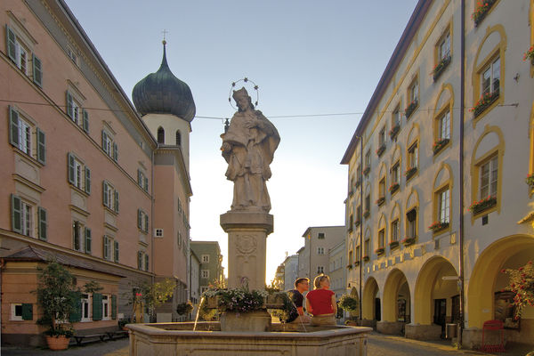 Der Nepomukbrunnen in Rosenheim