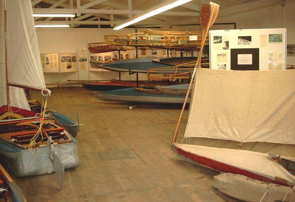 Ausgestellte Faltboote im Kleppermuseum.