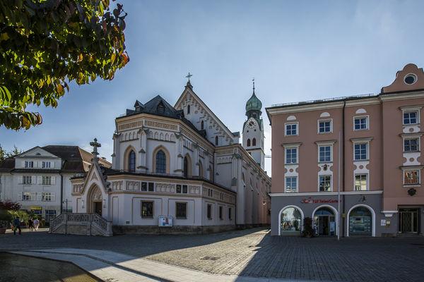 Stadtpfarrkirche St. Nikolaus am Ludwigsplatz