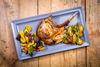 Leckere Schmankerl: Das hofeigene Restaurant serviert auf dem Biohof Land.Luft in Leberfing traditionelle, natürlich hergestellte Bio-Lebensmittel.