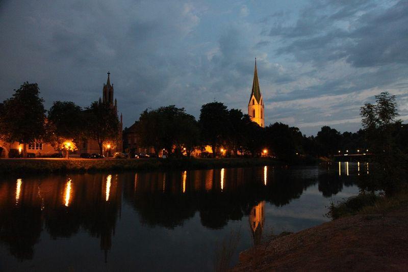 Neckarpromenade mit Blick auf Stiftskirche in Rottenburg am Neckar