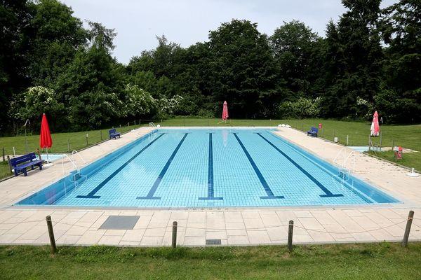 großes Schwimmerbecken im Freibad Rudelzhausen im Ortsteil Tegernbach