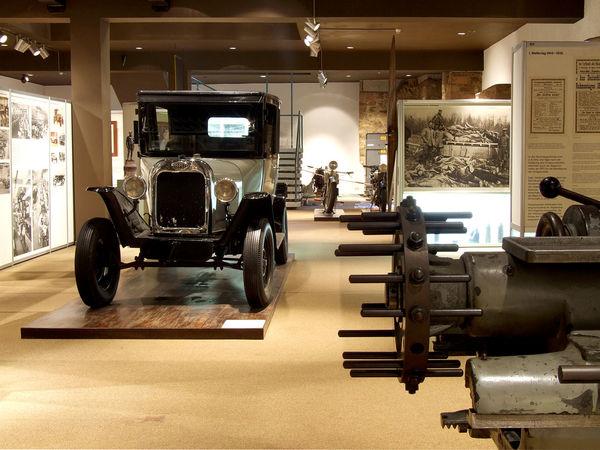 Altes Automobil im Stadt- und Industriemuseum
