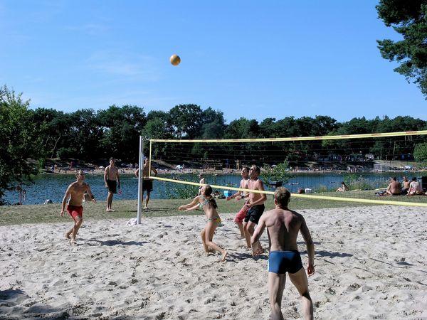 Beach Volleyball im Waldschwimmbad