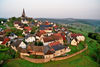 Blick auf die alte Bergstadt Kallenhardt aus dem Heißluftballon