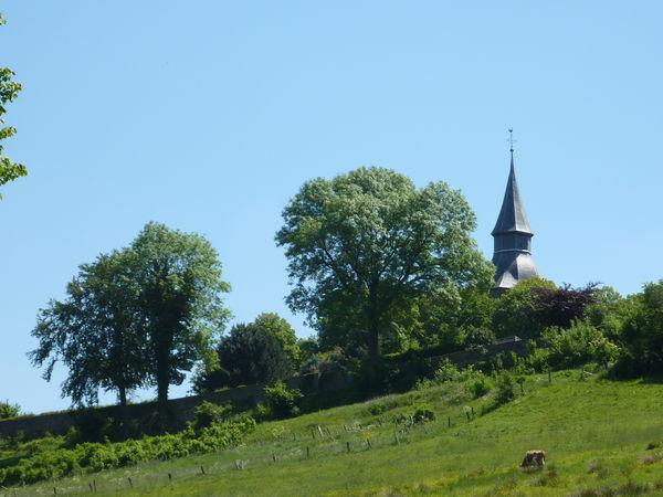 Blick auf die Stadtmauer mit Turm der Johanneskirche
