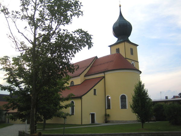 Blick auf die Pfarrkirche St. Laurentius in Ruhmannsfelden